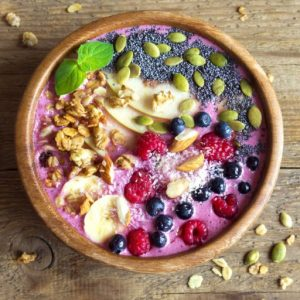 Blueberry spinach smoothie bowl